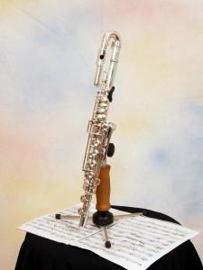 Eine einhändige Flöte. Man bedient sie mit einer Hand über Klappen und Verlängerungen.