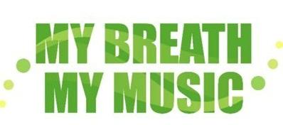 In grünen Großbuchstaben steht My Breath und darunter My Music. Links und rechts von jeweils drei grün gefüllten Kreise in verschiedenen Größen eingerahmt.